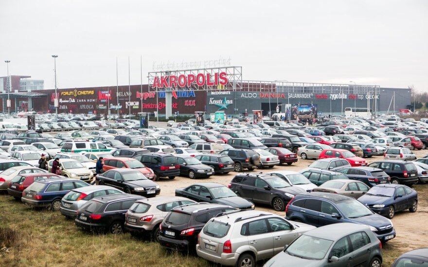 Vyriausybė svarsto apmokestinti taršius automobilius
