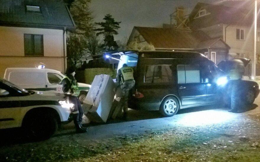 Skaitytojai nufotografavo, kaip vagiliavo katafalko vairuotojas