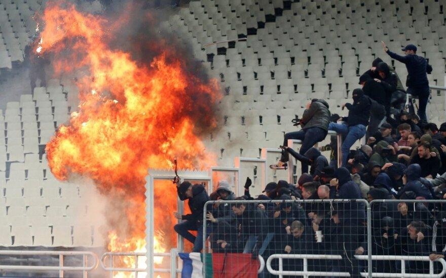 """Sirgaliai sukėlė chaosą prieš Atėnų AEK ir """"Ajax"""" rungtynes"""