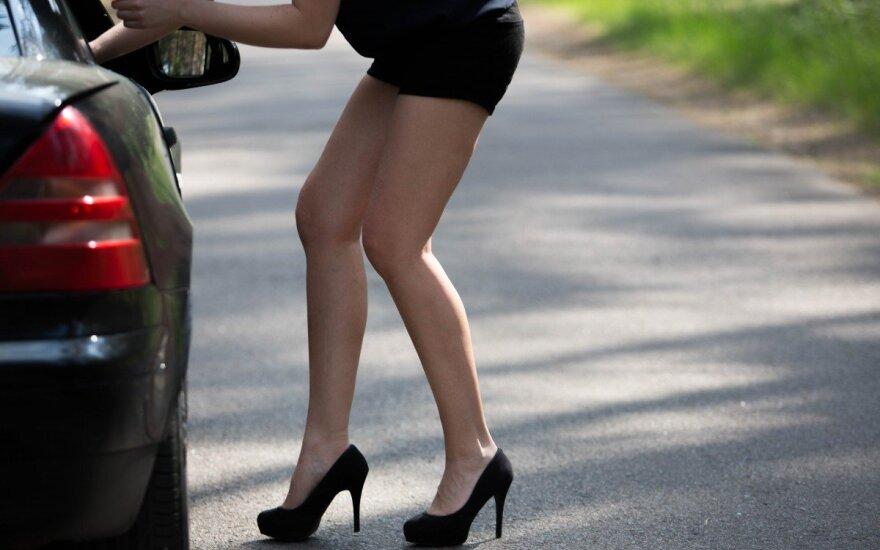 Merginos išpažintis: neigiamas emocijas skandinau alkoholyje ir sekse už pinigus