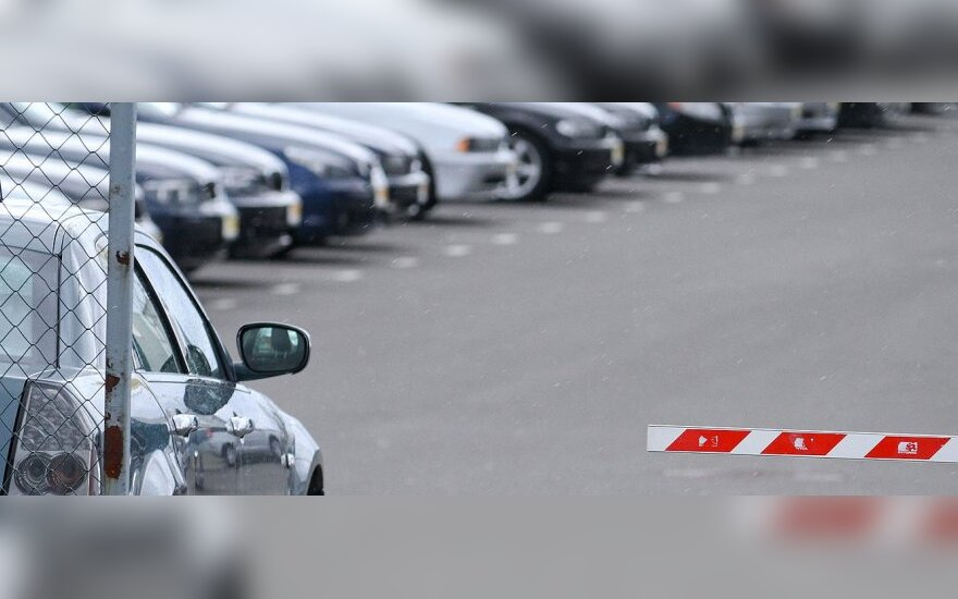 Baltarusiai už naudotus automobilius siūlo ir aukso