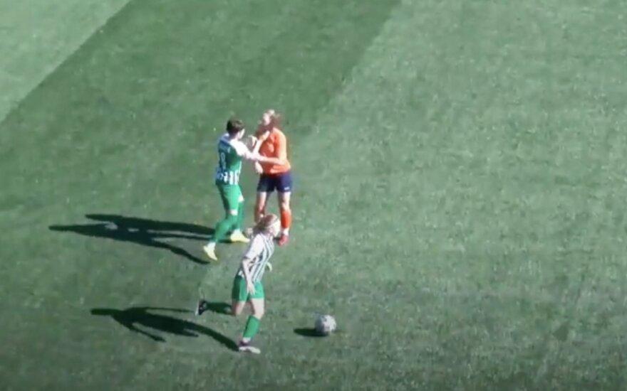 Incidentas Lietuvos moterų futbole: kapitonė trenkė varžovei į veidą