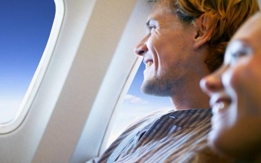 Lietuviai dažniau keliones organizuojasi patys, mažėja skrendančių užsakomaisiais reisais