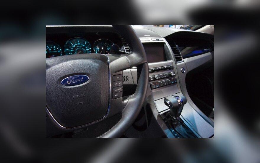 """""""Ford"""" vėl dirba pelningai (atnaujinta 16.20)"""