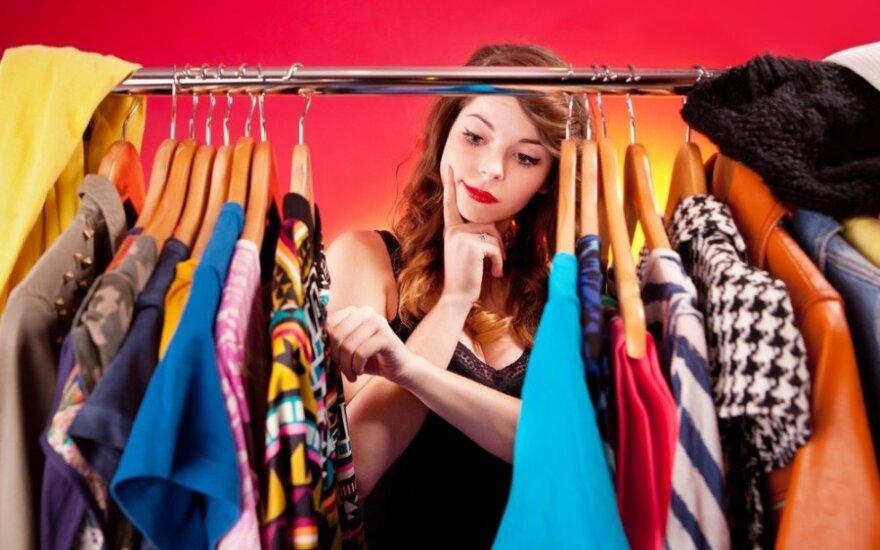 Išmanieji drabužiai: masažuojanti liemenėlė, šviečiantis lietpaltis ir nuotaiką atspindinti suknelė