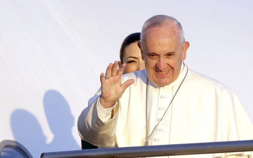 Du italų kaliniai popiežiaus apsilankymu pasinaudojo kaip proga pabėgti
