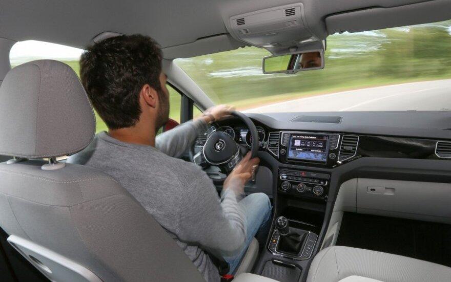 Siekdami išvengti rudeniui būdingų negalavimų turėtume pasistengti bent kartais išlipti iš automobilio