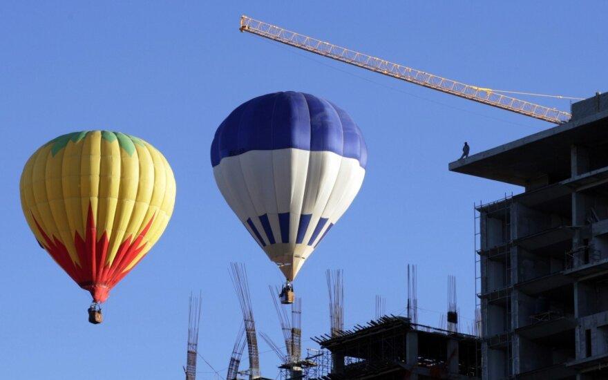 Vokietijoje karšto oro balionui užkliudžius elektros liniją išgelbėti 6 žmonės