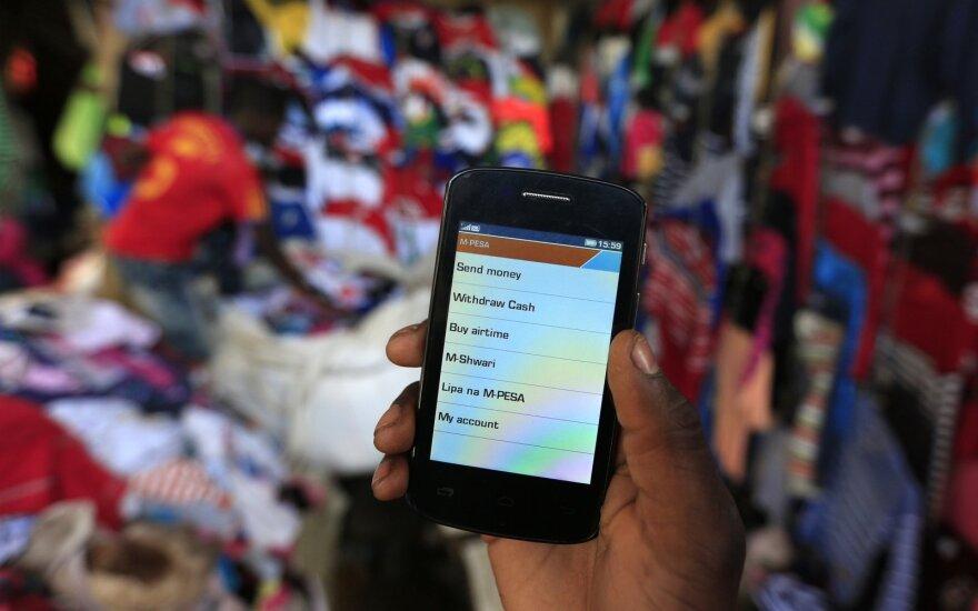 Afrikoje mobilieji telefonai keičia banko sąskaitas: mato didžiulį potencialą