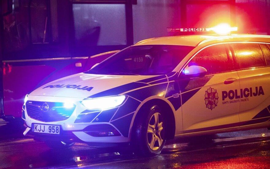 Ukmergės rajone automobilį vairavo nepilnametis: bagažinėje buvo rastas šautuvas