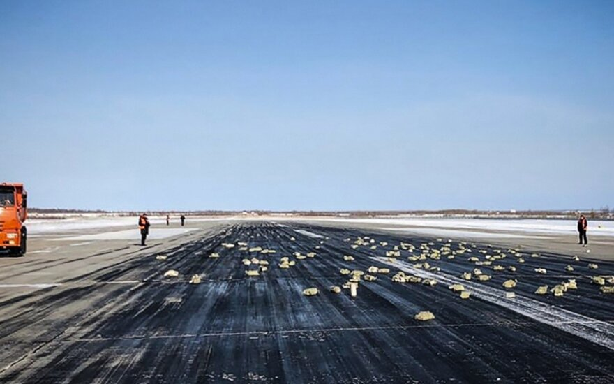 Šalčiausiame Rusijos regione iš lėktuvo iškrito labai brangus krovinys