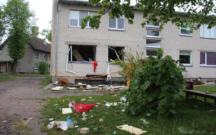 Sumaištis Šilutės rajone: daugiabutyje įvyko sprogimas, dalis buto sienos išgriuvo į laiptinę