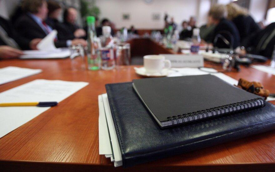 Trišalė taryba tęsia Darbo kodekso nagrinėjimą