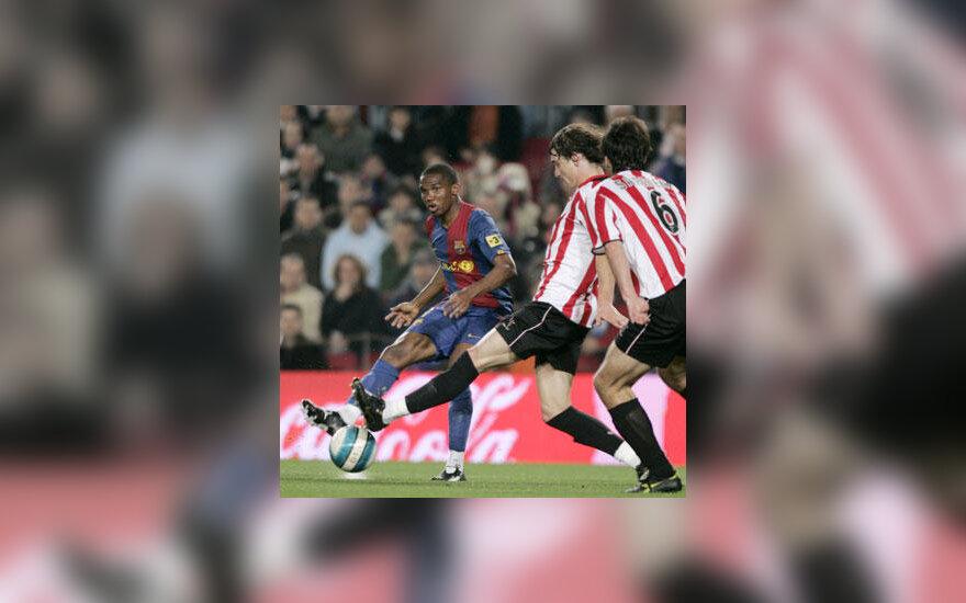 "Samuelis Eto'o (""FC Barcelona"") veržiasi pro Bilbao ""Athletic"" futbolininkus"