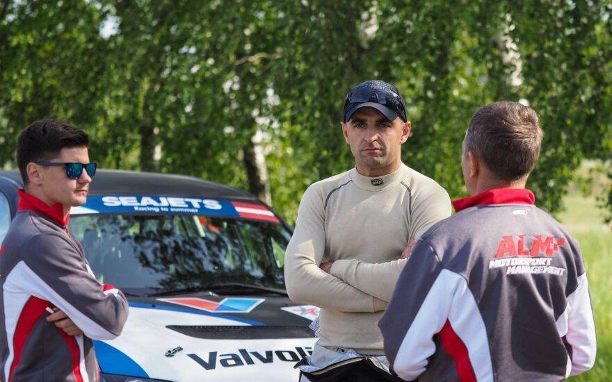 Švedas Europos ralio čempionate Latvijoje atsisveikina su senuoju bolidu