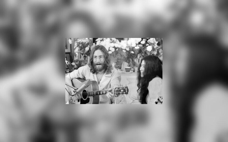 Yoko Ono reikalauja nesuteikti laisvės jos vyro žudikui