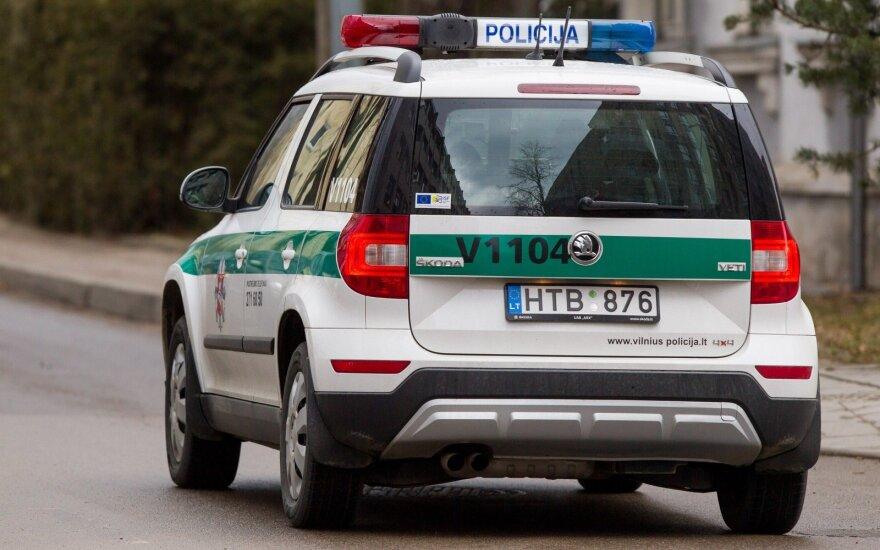 Vilniaus rajone, prie geležinkelio pervažos, susidūrė du automobiliai