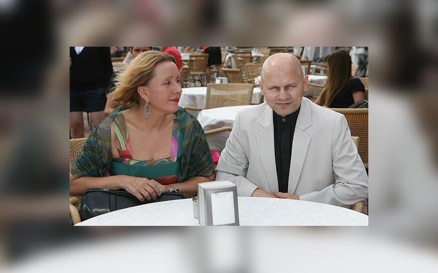 Astrologė Vaiva prisipažino, kad jos santuoka su Gaudentu – išskaičiuota
