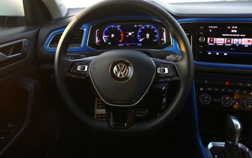 """Per 15 tūkst. dyzelinių automobilių savininkų padavė ieškinį prieš """"Volkswagen"""" Vokietijoje"""