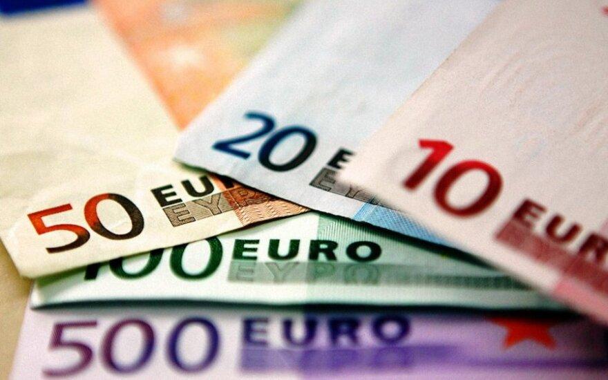 Seimas: bankai privalės informuoti klientus apie valiutų kursų svyravimus