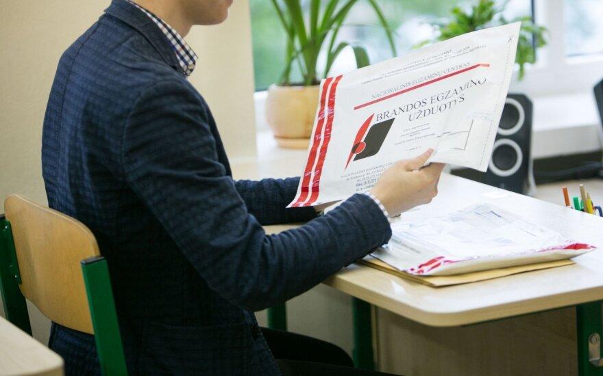 Egzaminų rezultatais nusivylusiam abiturientui liko viena išeitis