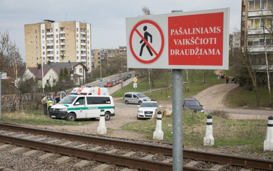 Baisi nelaimė Vilniuje: traukinio partrenkto jaunuolio išgelbėti nepavyko