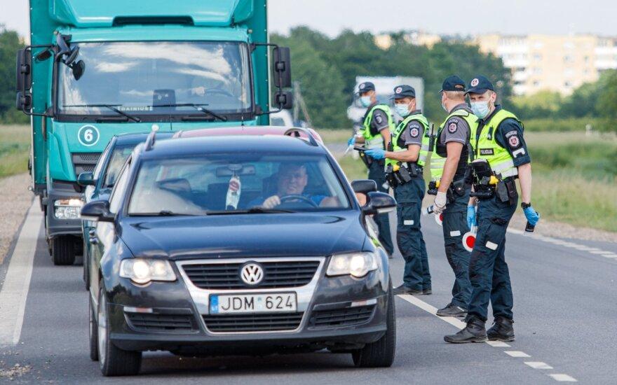 Policija iš anksto perspėjo, kada laukti reidų, – vairuotojus tikrins visą spalį