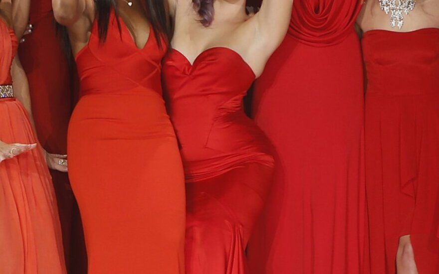 "Niujorke vyko labdaringas madų šou ""Heart Truth Red Dress Fashion Show"""