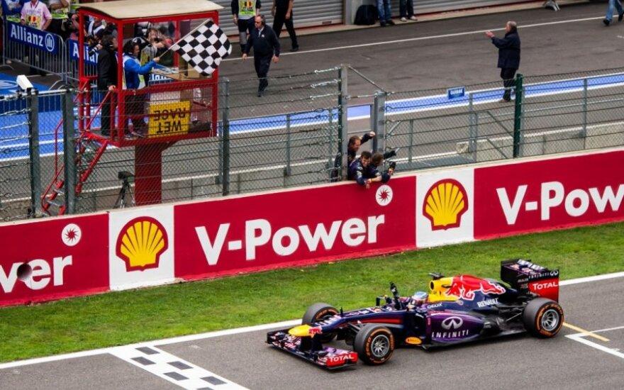 Sebastianas Vettelis finišuoja