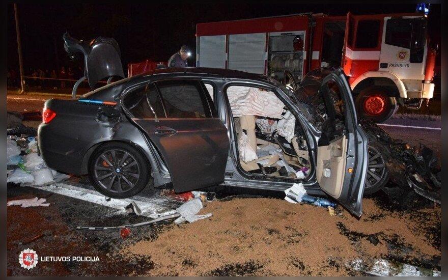 Tragiška BMW avarija Pasvalio r.: žuvo sutuoktiniai, trys mažamečiai sužaloti