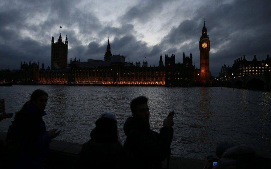 Anglijos centrinis bankas: palūkanų norma gali būti padidinta anksčiau nei tikimasi