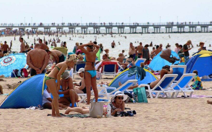 Atvežtiniu smėliu bus platinami Palangos paplūdimiai