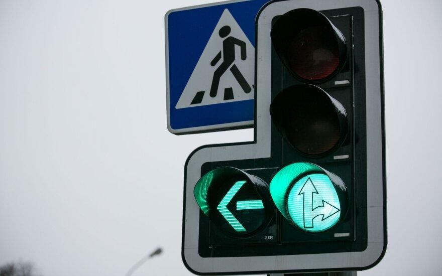 Avarijas sankryžose policija vadina epidemija: vairuotojai pamiršo taisykles
