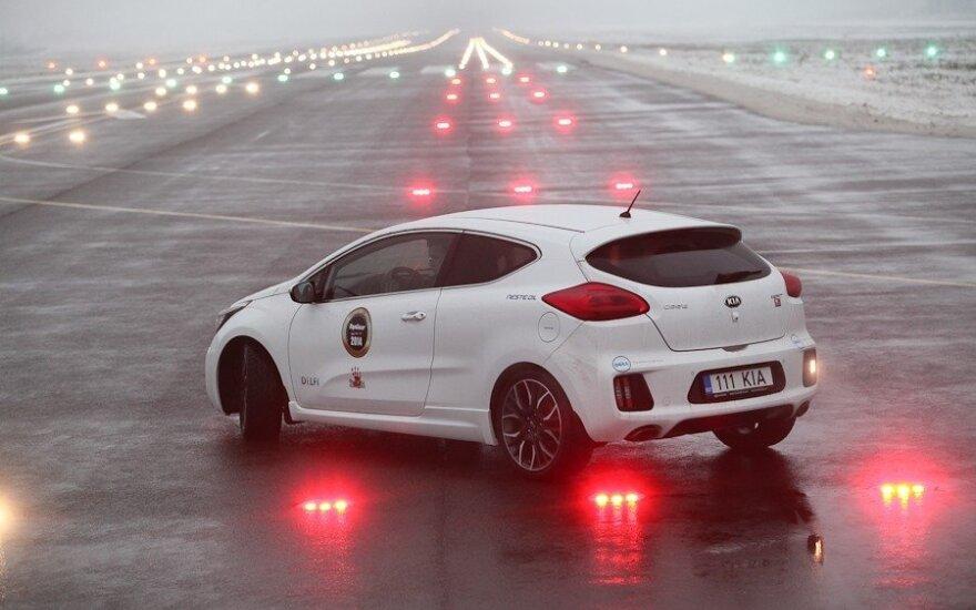 Automobilių bandymai Kauno oro uoste