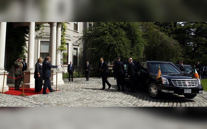 JAV prezidento neįveikiamas limuzinas Airijoje susidūrė su neįveikiama kliūtimi
