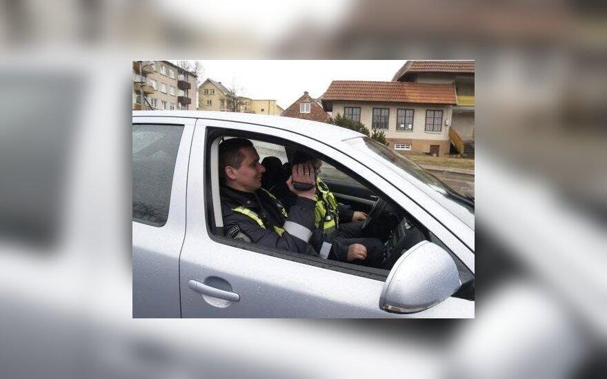 Kretingoje pareigūnai pažeidėjų tyko su filmavimo kamera
