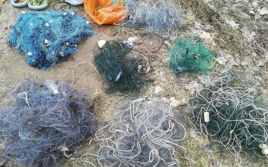 Rėvos kaimo gyventojo sodyboje rastas 21 tinklinis žvejybos įrankis