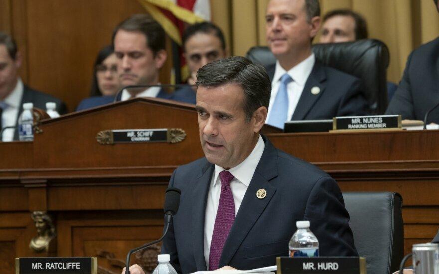 Trumpas keičia JAV nacionalinės žvalgybos direktorių