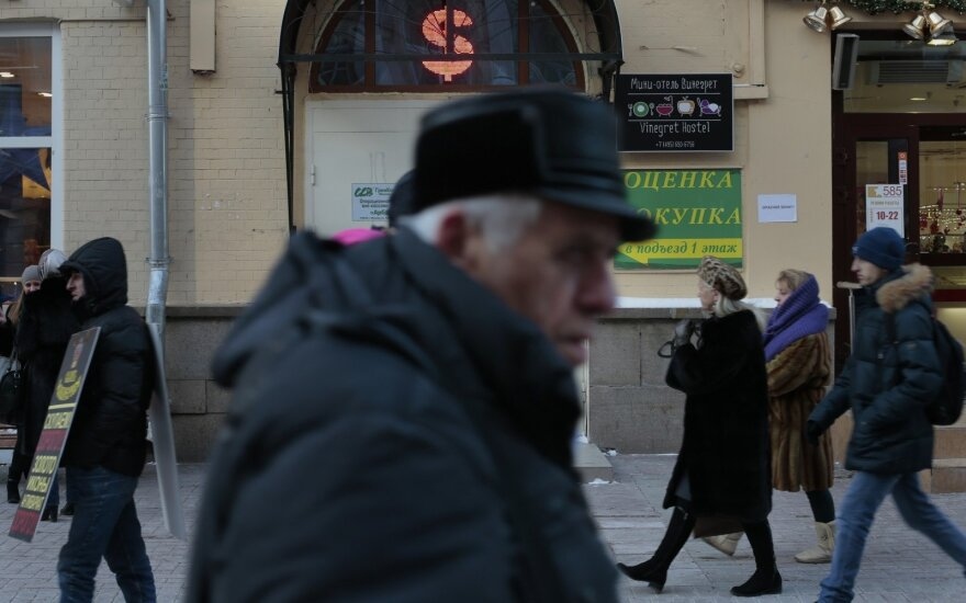 What would economic disintegration in Russia look like?