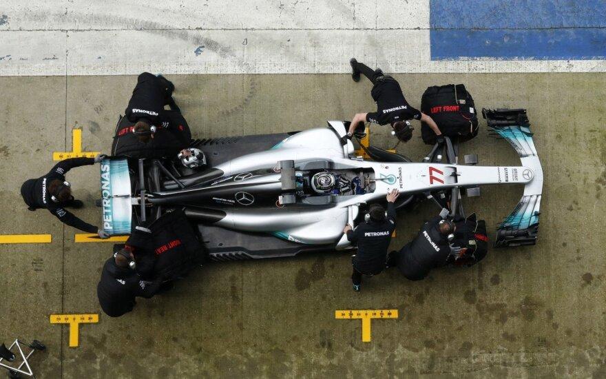 """F-1 """"Mercedes"""" naujas automobilis"""