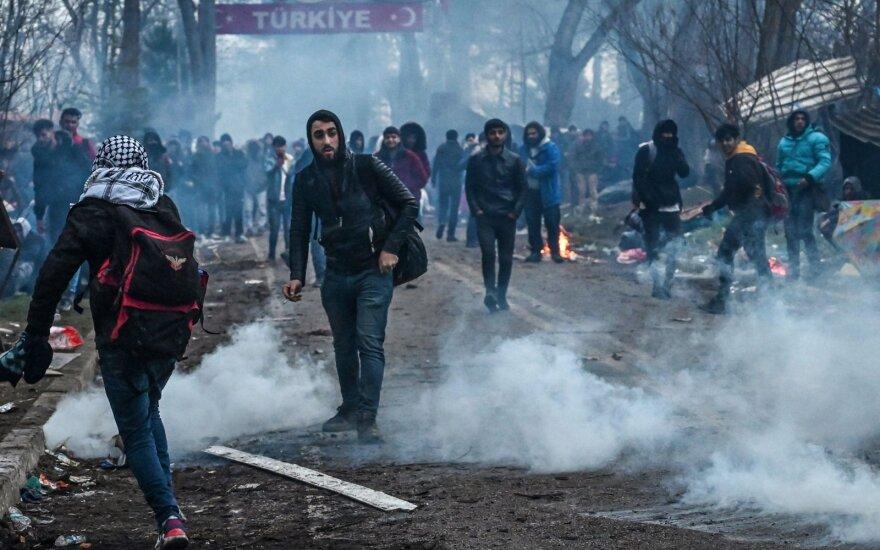 Prie Turkijos ir Graikijos sienos – migrantų susirėmimas su policija