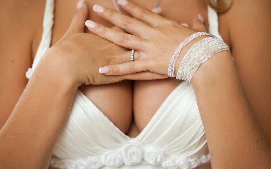 Mokslininkai skelbia atradę tobulas krūtis