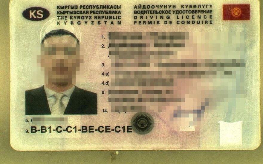 Kalvarijos pasieniečiai sulaikė klastotę pateikusį kirgizą