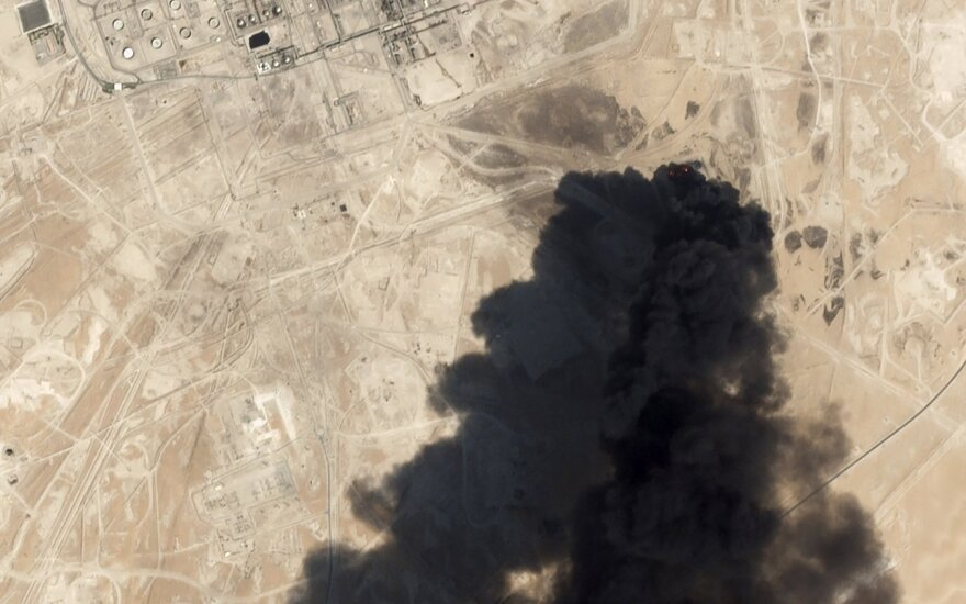 """Atakuotos """"Saudi Aramco"""" naftos infrastruktūros remontas gali tęstis kelis mėnesius"""