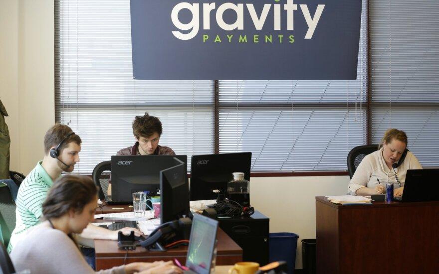 Direktorius darbuotojus nustebino 70 tūkst. dolerių minimaliu metiniu atlyginimu