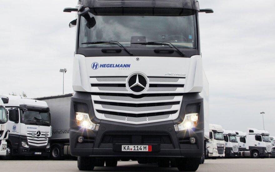 """Buvęs """"Hegelmann Transporte"""" darbuotojas pasidalijo vaizdo įrašu ir kaltina įmonę pažeidimais"""