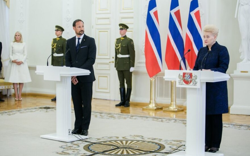 Grybauskaitė ir Norvegijos karališkoji pora atidarė verslo forumą