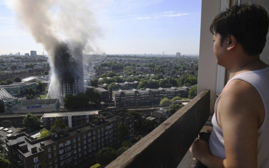 Jie buvo palikti mirti: britai mini vieno pražūtingiausių gaisrų istorijoje metines
