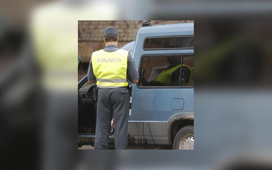 Policininkas, kelių patrulis, dokumentų tikrinimas