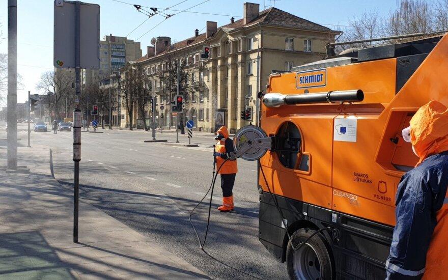 Dezinfekuojamos sostinės viešosios vietos